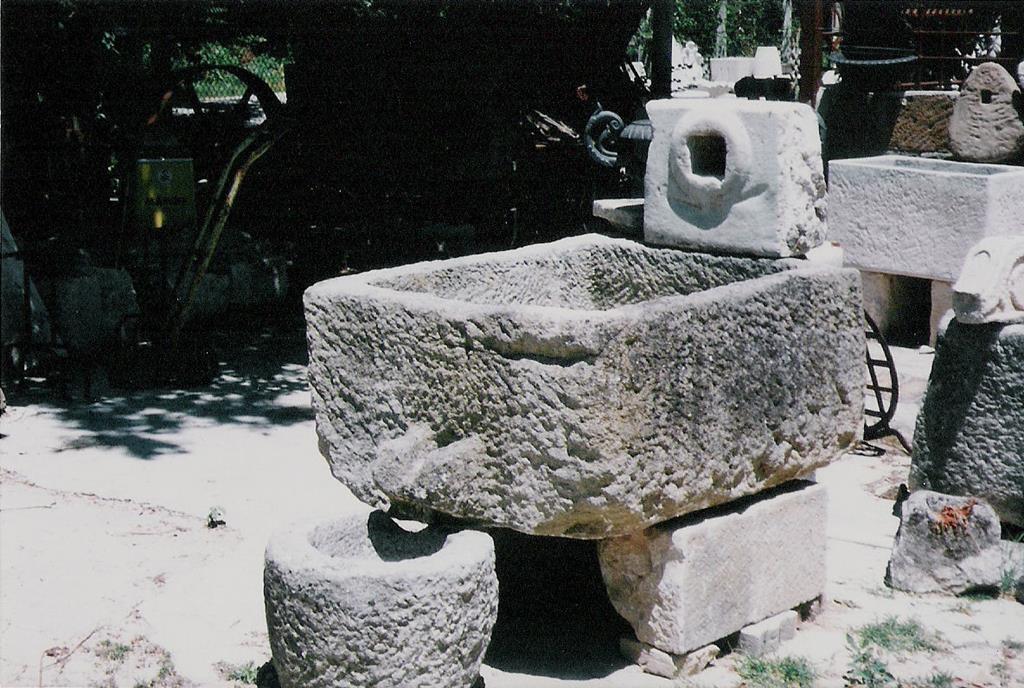 Galleria foto fontane e vasche in pietra ditta anile diego for Disegni frontali in pietra